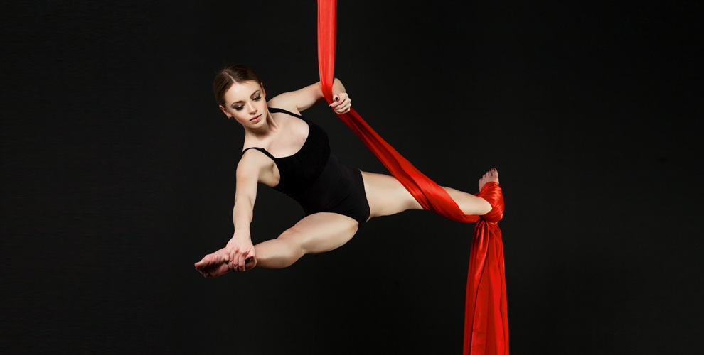 Занятия танцами на воздушном кольце и полотнах в студии Wow Dance