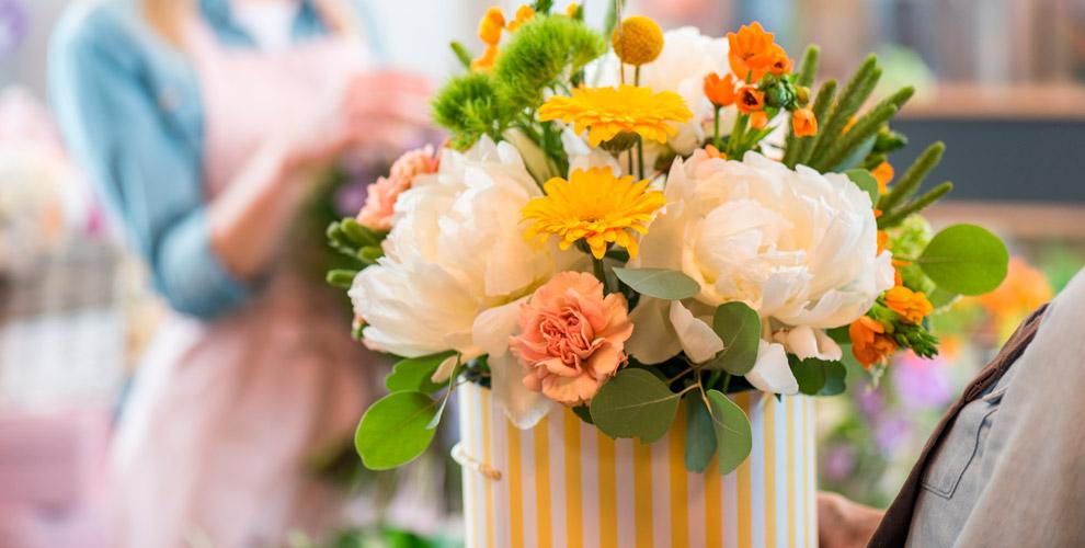 Композиции ибукеты клюбому торжеству отсалона цветов «ДоброЦвет»