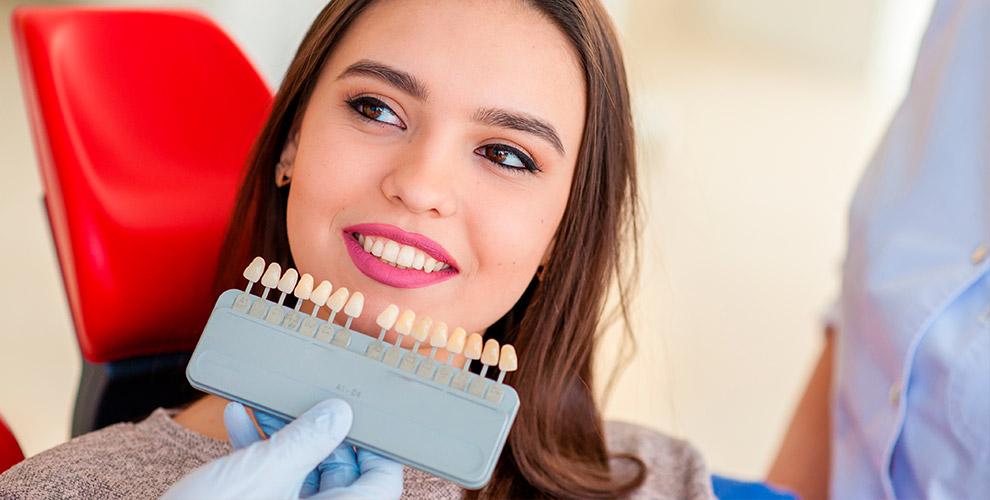 Отбеливание зубов Magic White в салоне красоты Friends