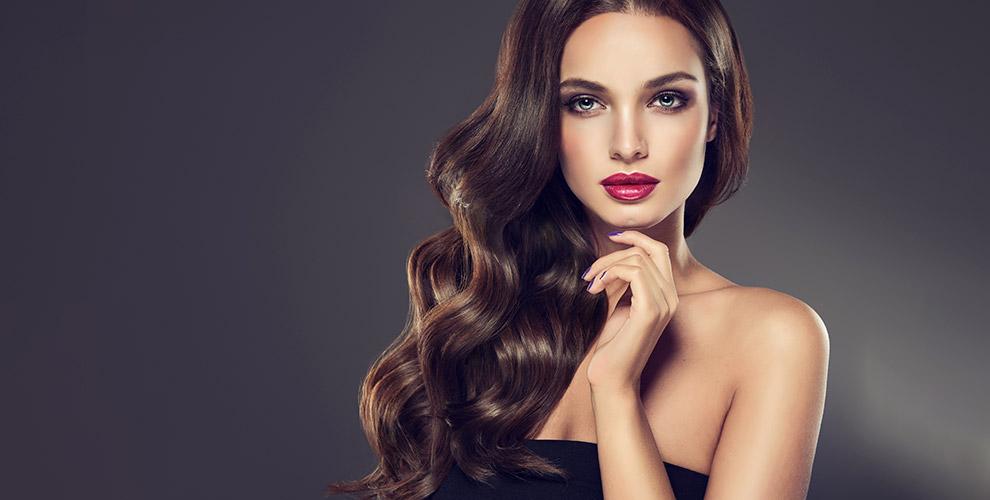 Стрижки, окрашивание, восстановление волос и ногтевой сервис в салоне «Каприз»