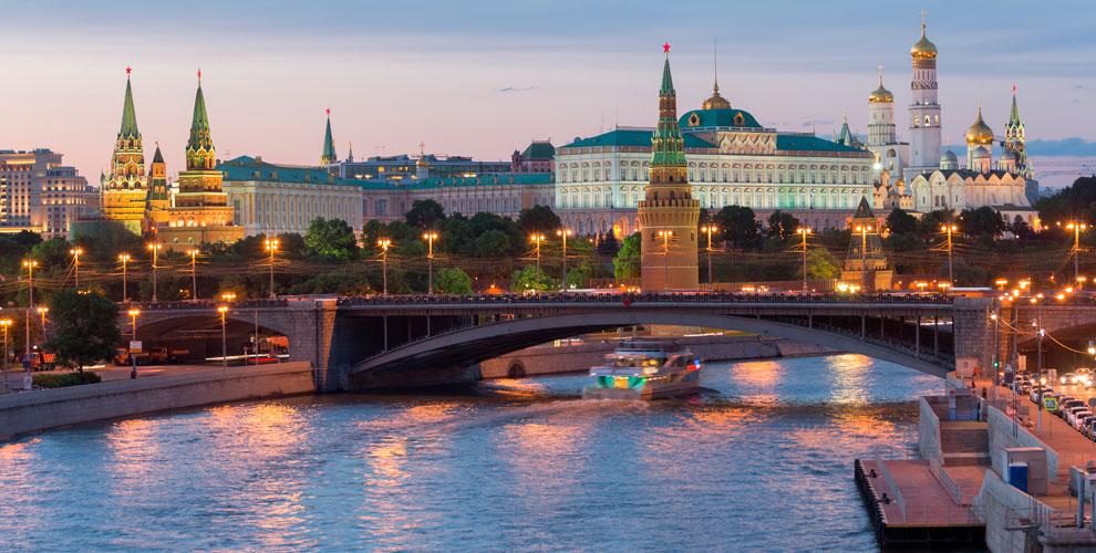 Прогулка с ужином от причала «Москва-Сити» на панорамном теплоходе