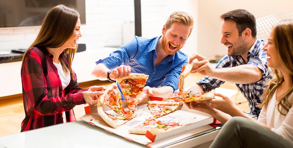 Пиццы «Мясная», «Барбекю», «Охотничья», чайикофе вкафе «Мирпиццы»