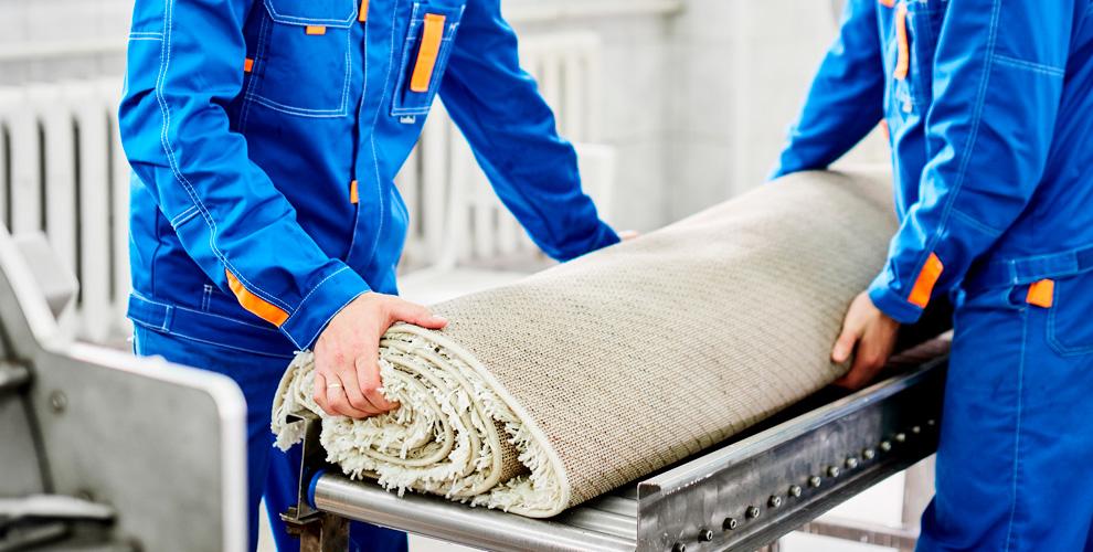 Химчистка ковра роторной машиной и выбивание пыли в филиале компании «Мойдодыр»