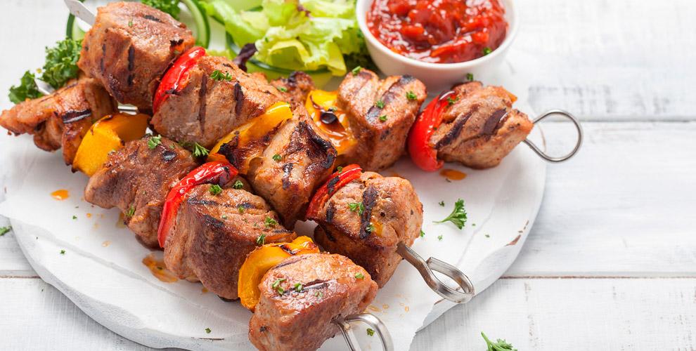 Блюда на мангале, сеты «Ассорти», «Мясной» и «Рыбный» в ресто-пабе «Бакинец»