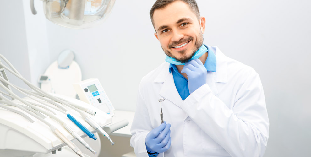 «Красота издоровье»: комплексный осмотр стоматолога иустановка зубного имплантата