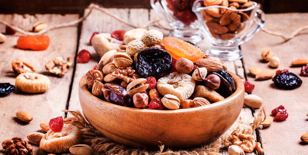 Ассортимент орехов, сухофруктов, халвы, семена чиаикиноа вмагазине EcoPoint