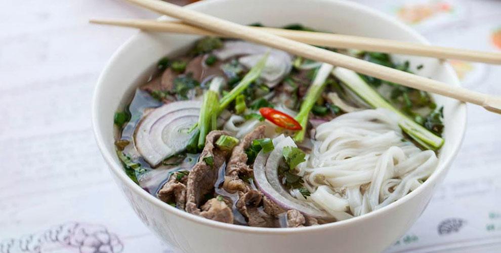 Салаты, закуски, супы, лапша идесерты вкафе вьетнамской кухни Viet Express