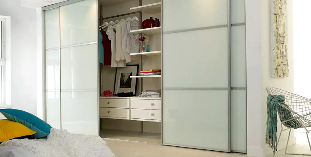 """Встроенные шкафы-купе с зеркалами от мебельной компании """"Риал"""""""