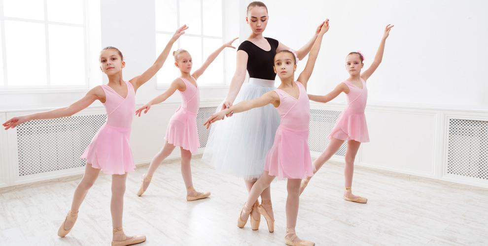 Занятия балетом, растяжкой, актерским мастерством вшколе «Русский Балет»