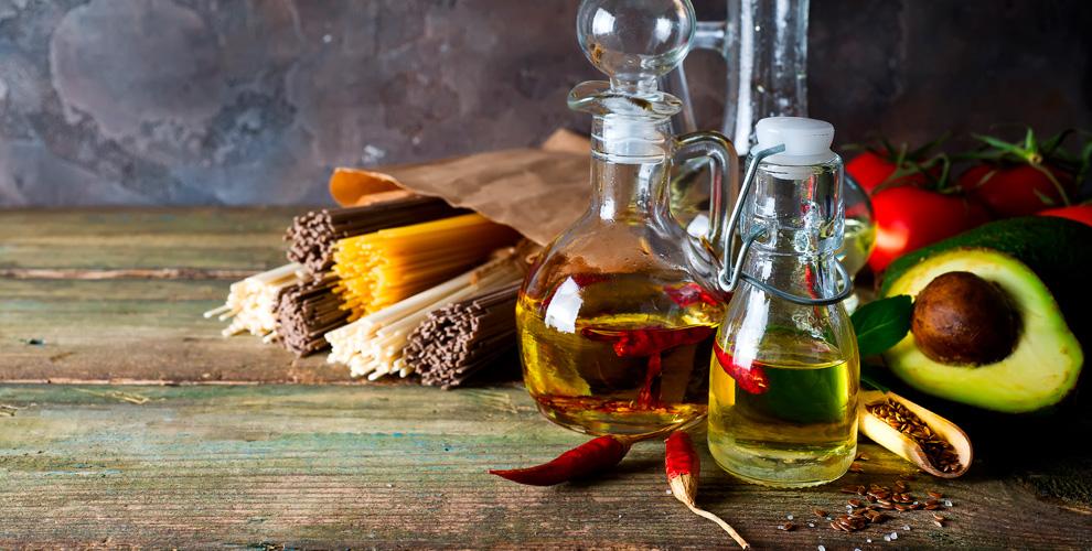Магазин Oliva: ассортимент оливкового масла, фруктовой икры имакарон