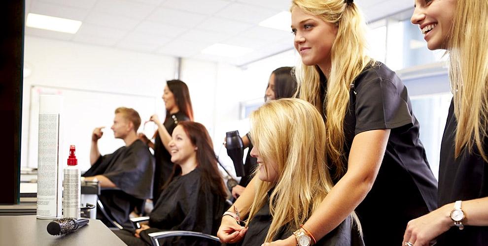 Макияж, курсы ногтевому, парикмахерскому сервису и не только в центре «Туттофаре»