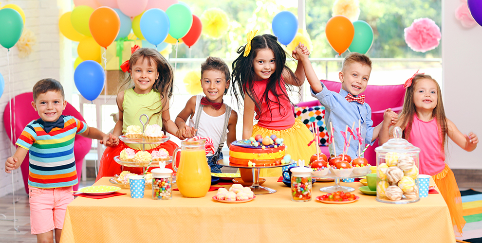 «Апельсин»: проведение праздника, аренда фотозоны ипосещение детского лагеря