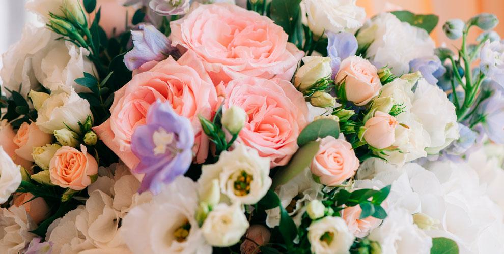 Букеты для любимых, композиции и цветы от уютного магазина Dianea