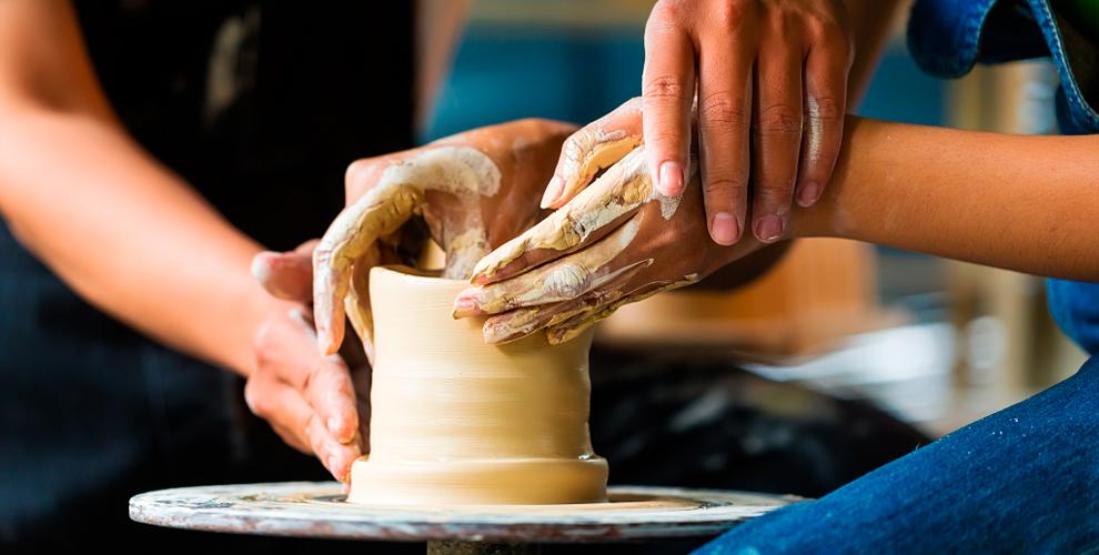 """""""Школа искусств"""": мастер-классы по работе на гончарном круге, лепке и живописи"""