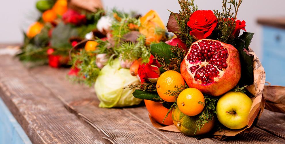 Букеты изсладостей, фруктов и«Мужской каприз» отмастерской «Дарим радость»