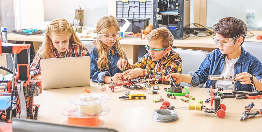 Уроки моделизма и робототехники для детей в школе StartJunior