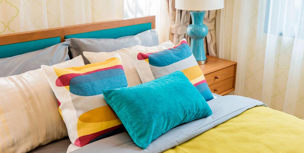 Ассортимент подушек, одеял ивафельных полотенец откомпании AhAt