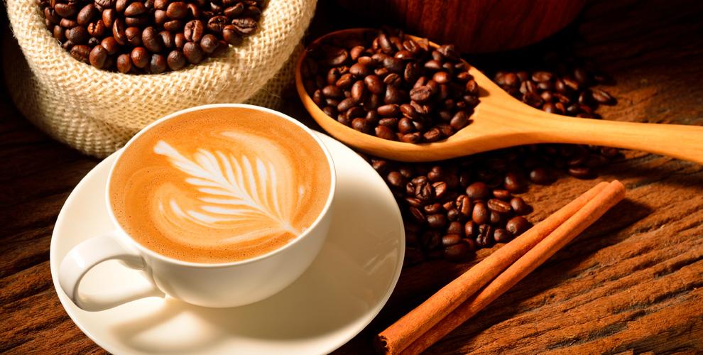 Меню кофе, горячего шоколада, чаяибезалкогольных напитков откофейни Coffee Roast