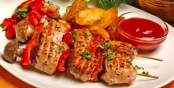 Наслаждайтесь любимыми блюдами! Порционный шашлык, деликатесы, пицца, салаты, закуски и десерты от доставки шашлыков Grill House