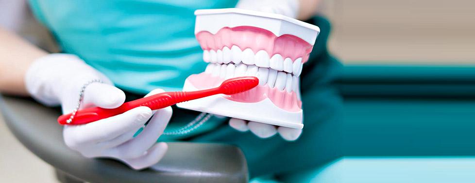 """Осмотр, лечение кариеса и профессиональная гигиена в стоматологии """"Дентал-Студия"""""""