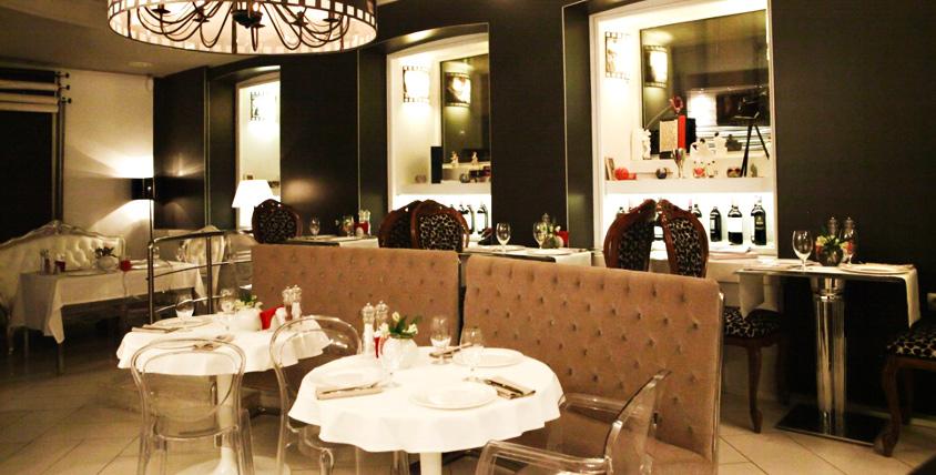 Утиная грудка с карамелизованным виноградом, паштет из куриной печени, домашний хлеб и другие блюда в ресторане Charisma cafe