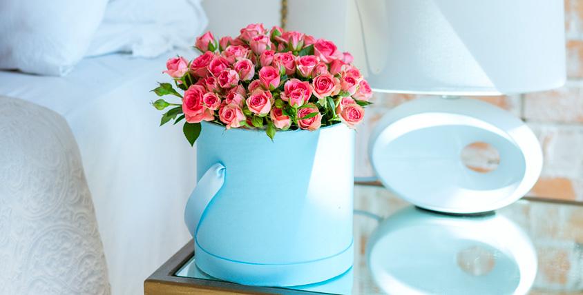 Цветочные композиции в шляпной коробке, свадебные и другие букеты в салоне Vanda
