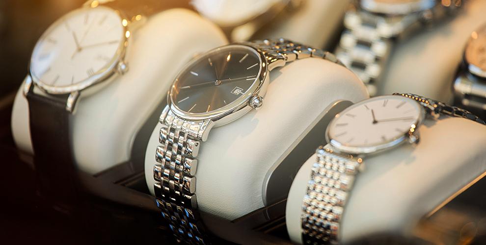 Мужские иженские часы всалоне «Швейцарские часы»