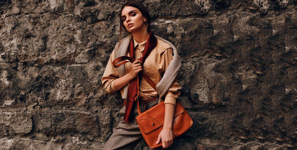 Ассортимент женской, мужской одежды и крафтовых сумок в магазине BerBer