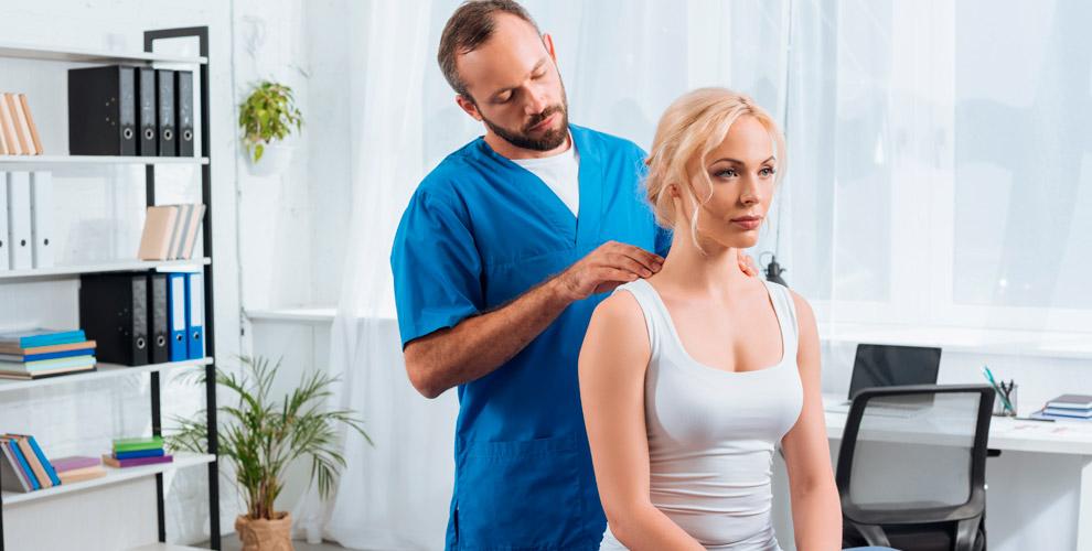 Лечебный сеанс врача-остеопата, гирудотерапевта имассаж вцентре «Долгожитель»