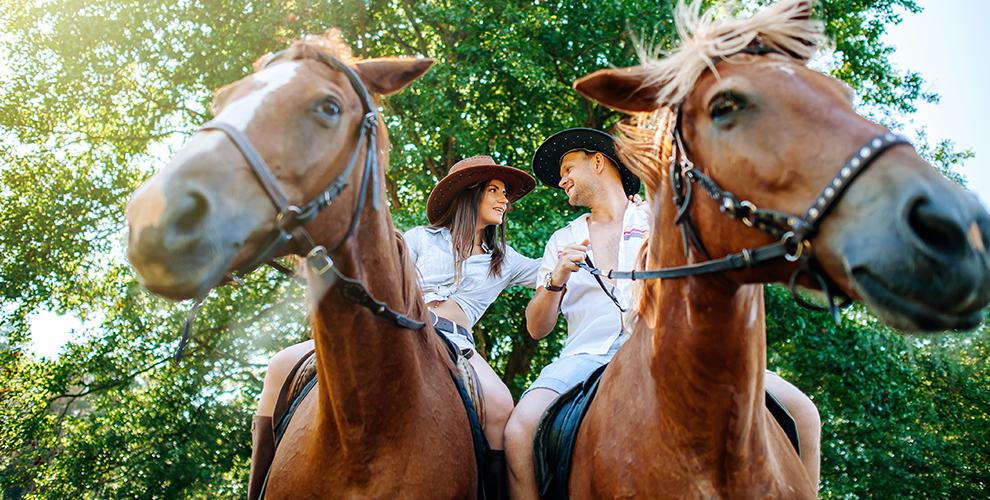 Прогулки на лошади с фотосессией и обучение верховой езде в клубе «Ротэйбл»