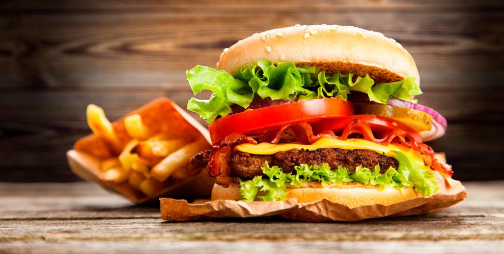 Гамбургеры, стейки, чевапи ибезалкогольные напитки вкафе-гриле Serbia оtDragana
