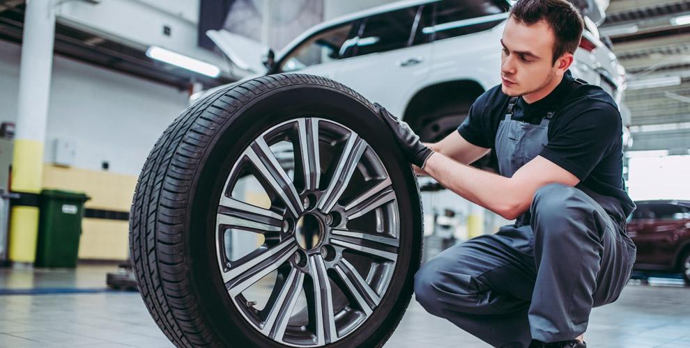 Шиномонтаж колес автомобиля вавтосервисе наЛенина иПрофессора Благих