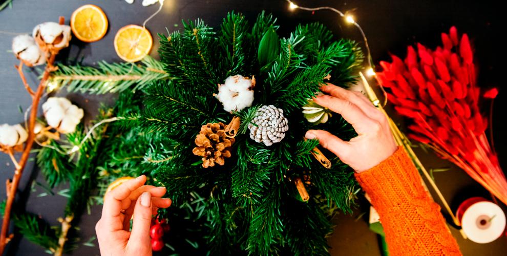 Новогодние и праздничные композиции из фруктов, сладостей в компании «Вкусный букет»