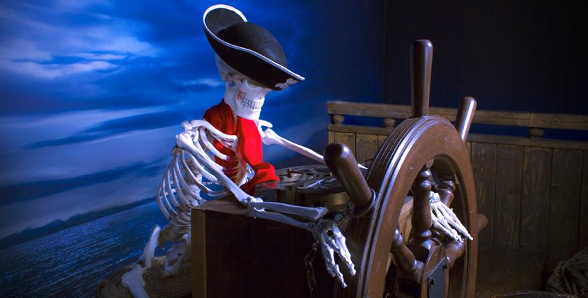 """Как выбраться с корабля посреди океана? Пройдите квест """"Тайна пирата"""" в компании """"Квест для всех"""" и, возможно, узнаете!"""