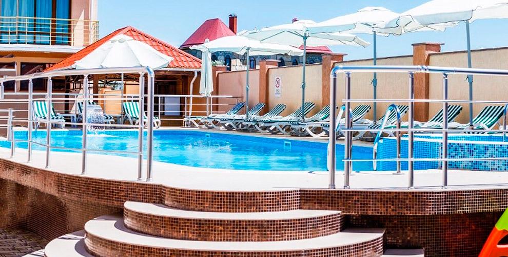 """Отдых на берегу Черного моря! Отель """"Дюльбер"""" в Евпатории: проживание с завтраками"""