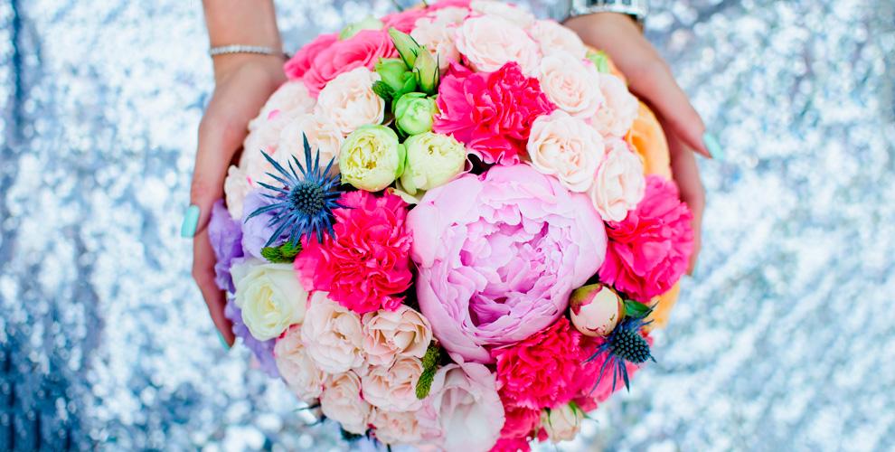 Цветы и праздничные букеты с бесплатной доставкой от цветочного магазина «Амелия»