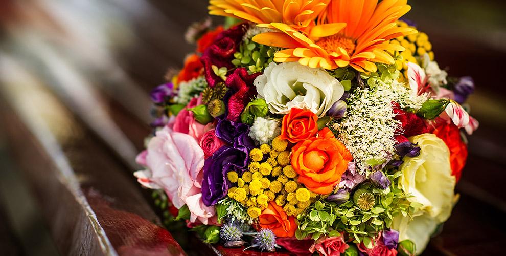 Композиции, букеты, розы, альстромерии и тюльпаны в салоне «Соцветие»