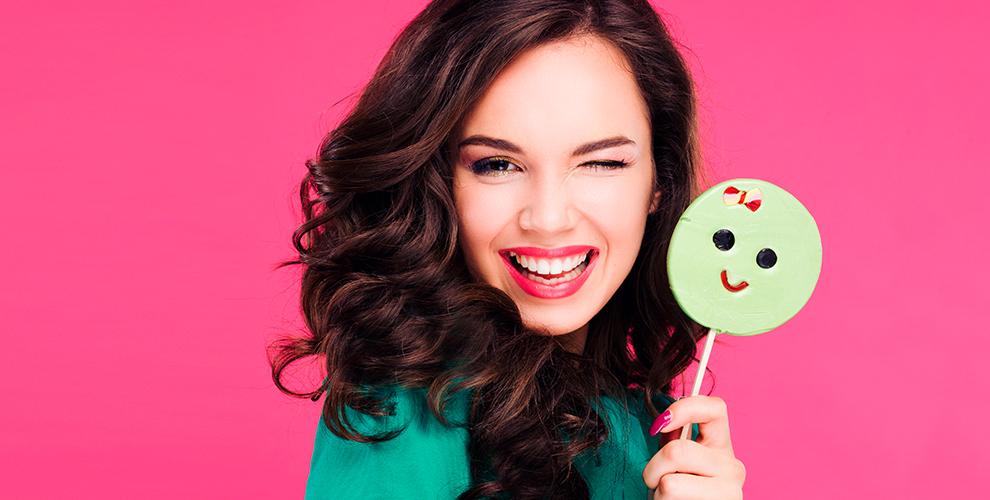 Косметическое отбеливание зубов и установка скайса в компании Brilliant Smile