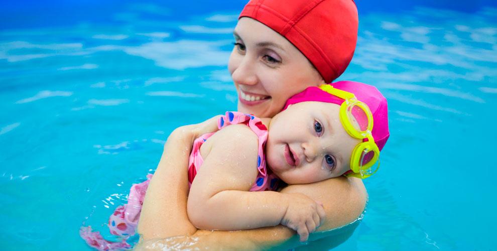 Занятия поплаванию иаква-йогой вцентре позитивного образа жизни BrightFamily