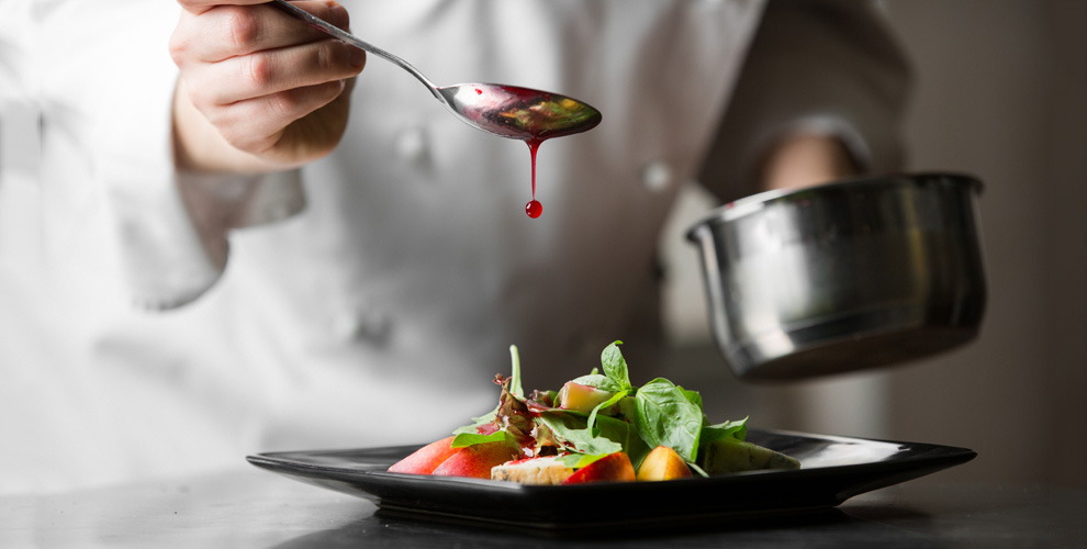Блюда европейской и восточной кухонь, а также напитки в гранд-кафе «Элегия»