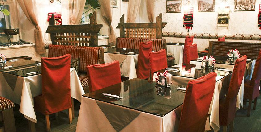 """Национальный салат """"Табули"""", жареные мясные шарики """"Кеббе"""" и другие блюда и напитки в кафе ливанской кухни """"Бейрут"""""""