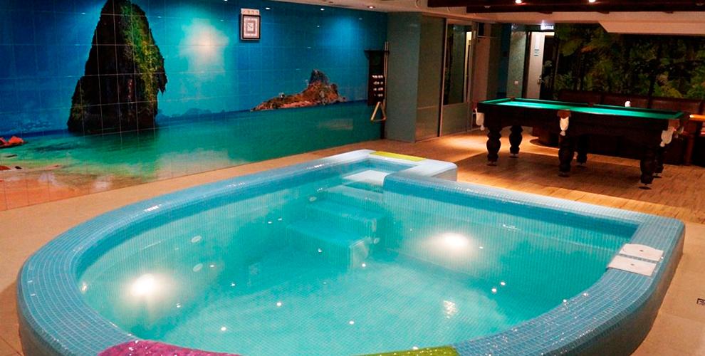 """Сауна с ароматерапией, бассейн с гидромассажем и бильярдом в центре """"Водолей"""""""