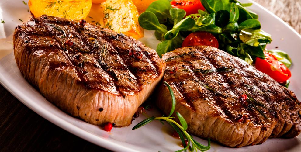 Блюда на мангале, рыба, мясо, салаты и закуски в кафе «Уют»