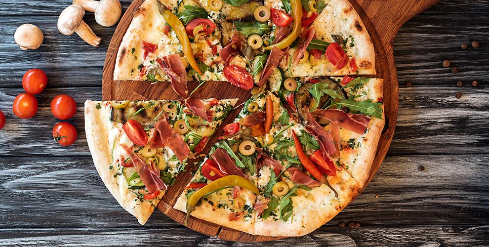 Меню пиццы ибезалкогольные напитки отслужбы доставки «Санчо-Пицца»