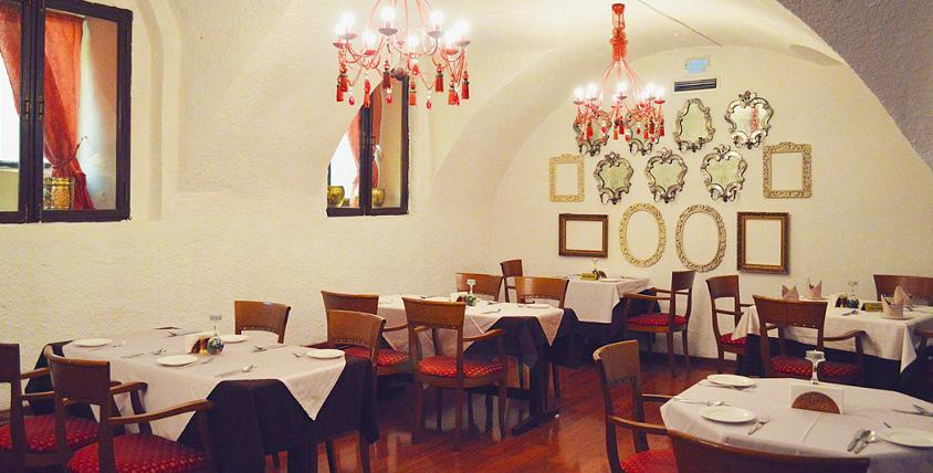 """Широкий выбор блюд индийской кухни и волшебная атмосфера современного восточного интерьера в ресторане """"Дарбарс"""""""
