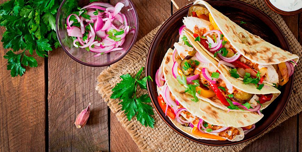 """Меню мексиканской кухни, безалкогольные напитки и карта бара в ресторане """"Мехико"""""""