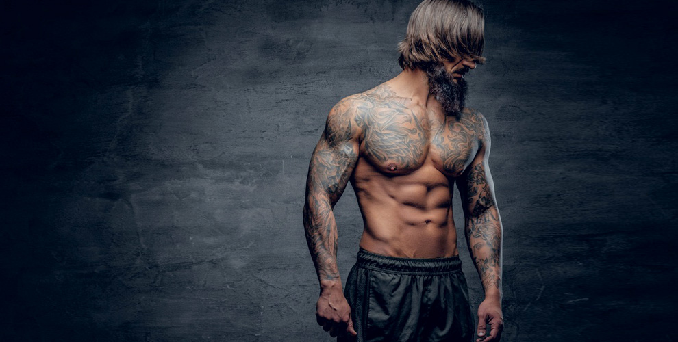 Нанесение черно-белой татуировки в студии «КУЛЬТУРА»