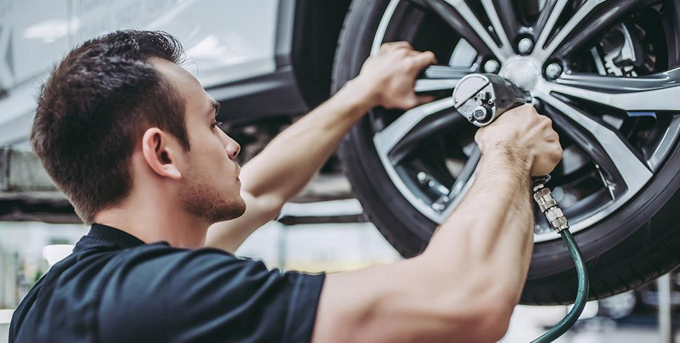 «Автокомплекс №8»:шиномонтаж легковых автомобилей, кроссоверов ивнедорожников