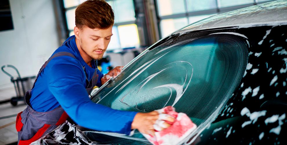 Комплексная мойка, химчистка, полировка фар и стирка ковра в автомойке «Берлога»
