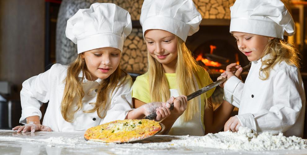 «Семейное кафе»: гелиевые шары, детские мастер-классы, аренда игровой комнаты и меню